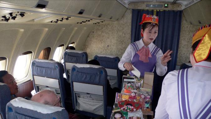 Layanan pramugari dalam kabin Koryo Air Korea Utara (Twitter/ @misskimpyongya1)
