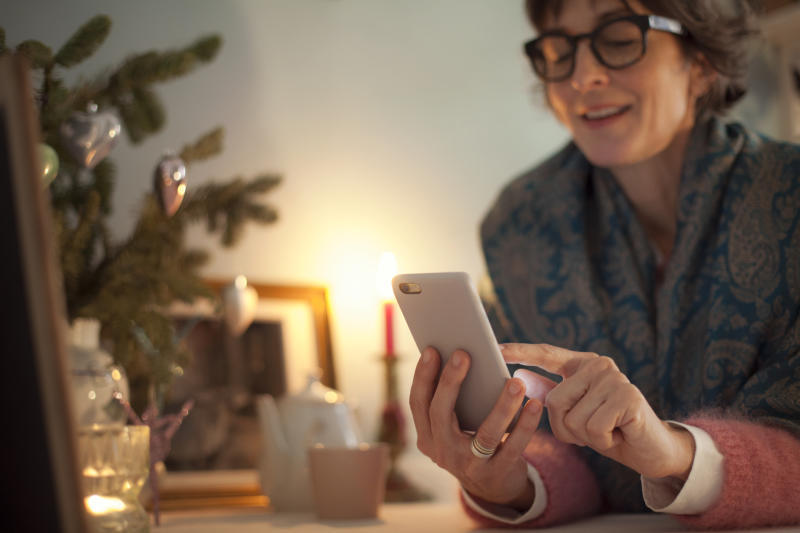 More shoppers are expected to stick to online shopping in the lead up to Christmas. (Getty Images)