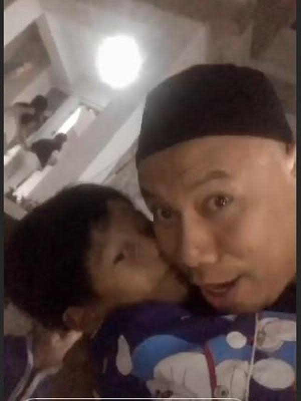 Momen Haru Vicky Prasetyo Bertemu Keluarga (Sumber: Instagram/vickyprasetyo777)