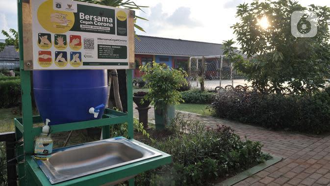 Suasana Ruang Publik Terpadu Ramah Anak (RPTRA) Utakara Beriman, Jakarta, Senin (8/6/2020). Pemprov DKI masih menutup seluruh RPTRA di Ibu Kota hingga waktu yang belum ditentukan. (merdeka.com/Iqbal S Nugroho)