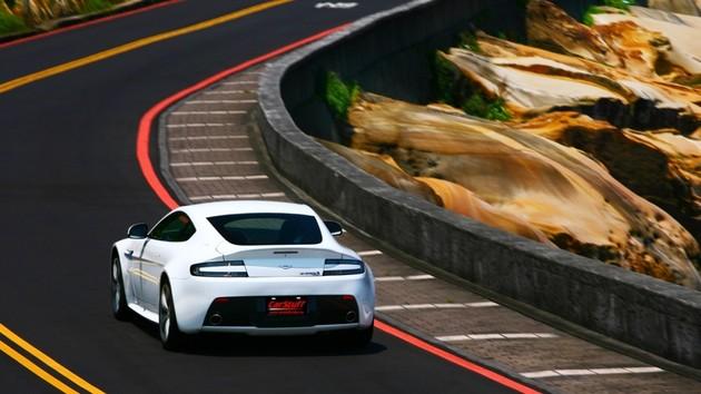 在偉大與旅行間 Aston Martin V12 Vantage S