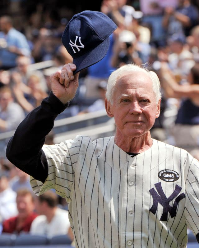 Yankees''Chairman of the Board' Whitey Ford dies at 91