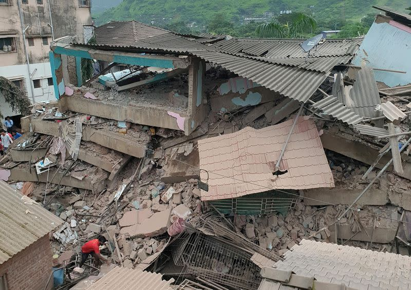 At least 100 feared trapped in building collapse south of Mumbai