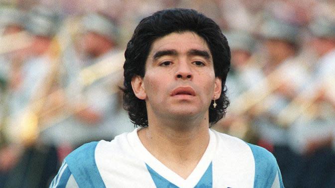 1. Diego Maradona (Striker) – Legenda Argentina ini dinyatakan positif menggunakan kokain pada tahun 1991. Akibat ulahnya, si pemilik gol tangan Tuhan itu dijatuhi hukuman larangan aktif di dunia sepak bola selama 15 bulan. (AFP/Sven Nackstrand)