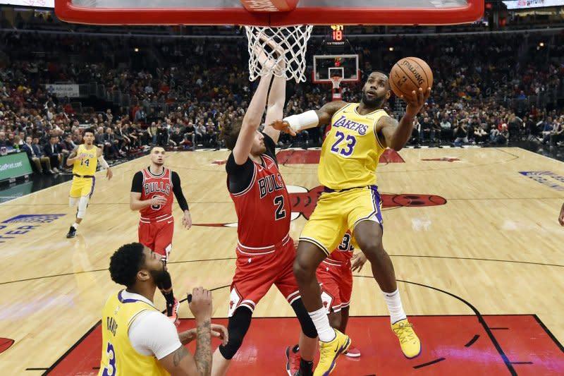 """LeBron James ukir """"triple-double"""" untuk bantu Lakers taklukkan Bulls"""