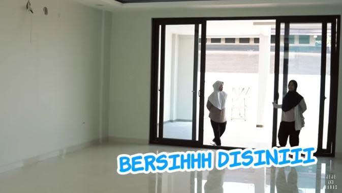 Rumah Baru Syahnaz Sadiqah (Sumber: YouTube/Jeje & Nanas Channel)