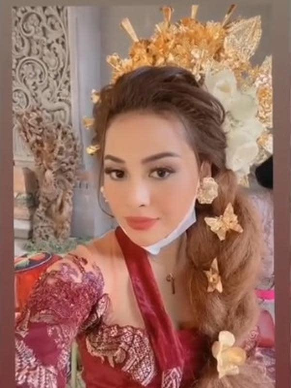 Aurel Hermansyah Pakai Baju Adat Bali (Sumber: Instagram//aurelie.hermansyah)