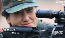解放軍特戰女兵練人槍合一 用「蚯蚓爬滿身」練定力超猛