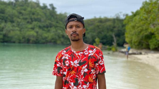 Pemain Persela Lamongan, Prisca Womsiwor, di kampung halamannya, Rasinki, Monokwari Selatan. (Dok. Pribadi)
