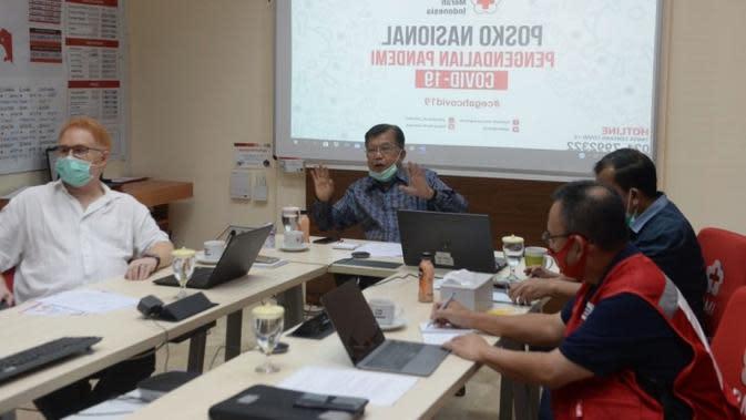 Ketua Umum PMI Jusuf Kalla saat rapat terbatas mengenai persiapan imunisasi COVID-19 dengan jajaran Pengurus, Kepala Delegasi IFRC Indonesia dan sekjen IFRC di Geneva di Markas Pusat PMI, Jakarta, Rabu (10/6/2020). (Dok Palang Merah Indonesia/PMI Pusat)