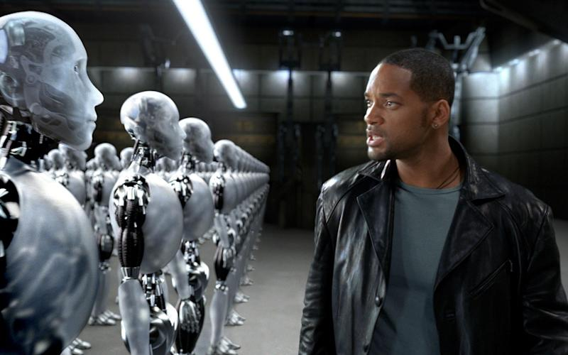 Will Smith in I, Robot, in which the androids are given white features - DIGITAL DOMAIN