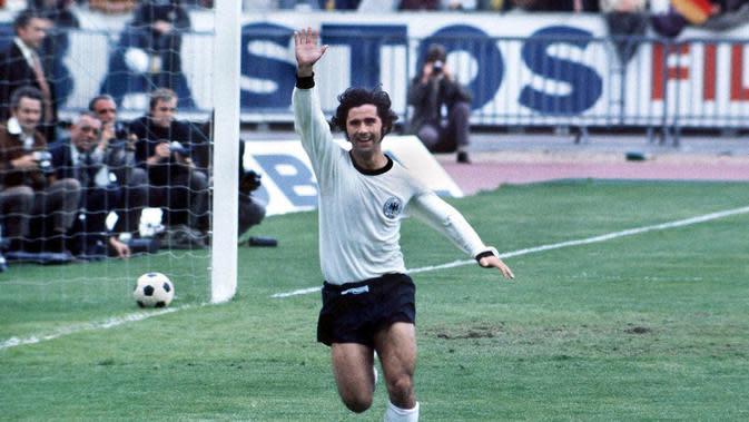 Empat gol Gerd Muller membantu Jerman Barat menjuarai Piala Eropa 1972 dan raihan sepatu emas baginya. Gerd Muller menjadi salah satu striker terproduktif Jerman Barat yang mencetak 68 gol dalam 62 pertandingan timnas. (www.squawka.com)