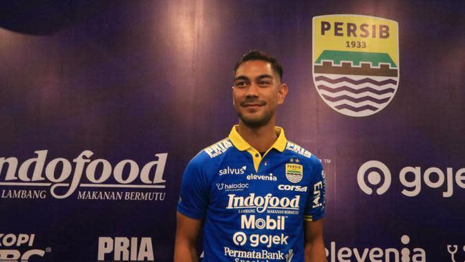 Omid Nazari, pemain asing baru Persib. (Bola.com/Erwin Snaz)
