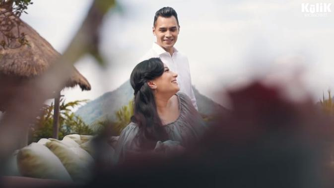 Maternity shoot Asmirandah dan Jonas Rivanno (Sumber: YouTube/RIOMOTRET)