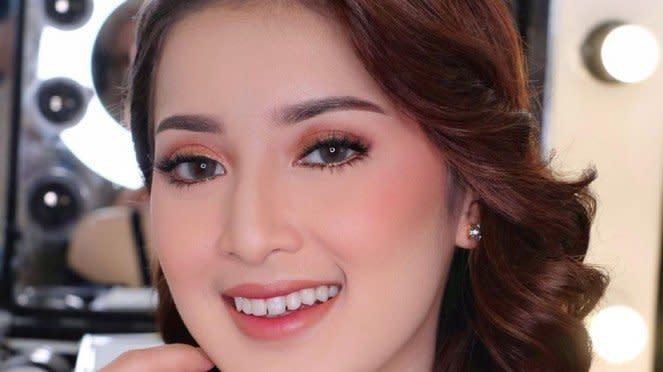 Rosiana Dewi.