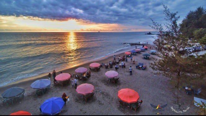 Menyusuri Pantai Gandoriah dan Menikmati Kulinernya yang Istimewa