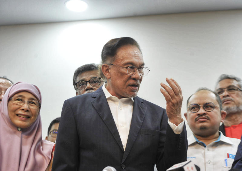 Datuk Seri Anwar Ibrahim today said the government must do more for employee welfare as well as look into the issue of job losses during the Covid-19 pandemic. — Picture by Shafwan Zaidon