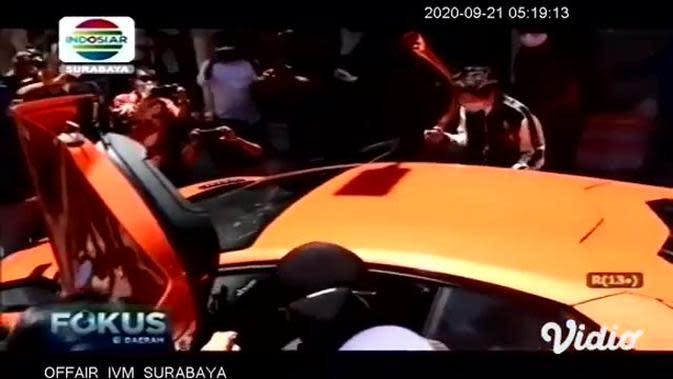 VIDEO: Crazy Rich Surabaya Serahkan Bantuan APD kepada Wali Kota Risma