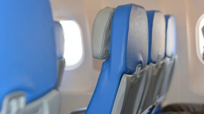 Ilustrasi kursi duduk pesawat.
