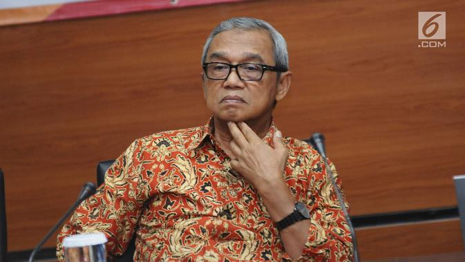 Mantan pimpinan KPK, M Busyro Muqoddas saat menghadiri penyuluhan kepada peserta Diklat & Sertfikasi Penyuliuh Antikorupsi di Gedung KPK, Jakarta, Senin (27/11). Acara tersebut diikuti dari berbagai instansi. (Liputan6.com/Helmi Fithriansyah)