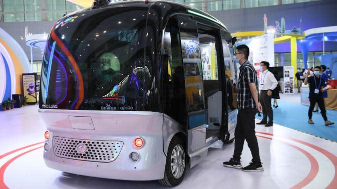 Sebuah kendaraan nirawak dalam ajang Guangzhou Fair ke-28 di Guangzhou, Provinsi Guangdong, China selatan (28/8/2020). Ajang yang akan berlangsung selama empat hari tersebut dibuka di Guangzhou pada Jumat (28/8). (Xinhua/Deng Hua)