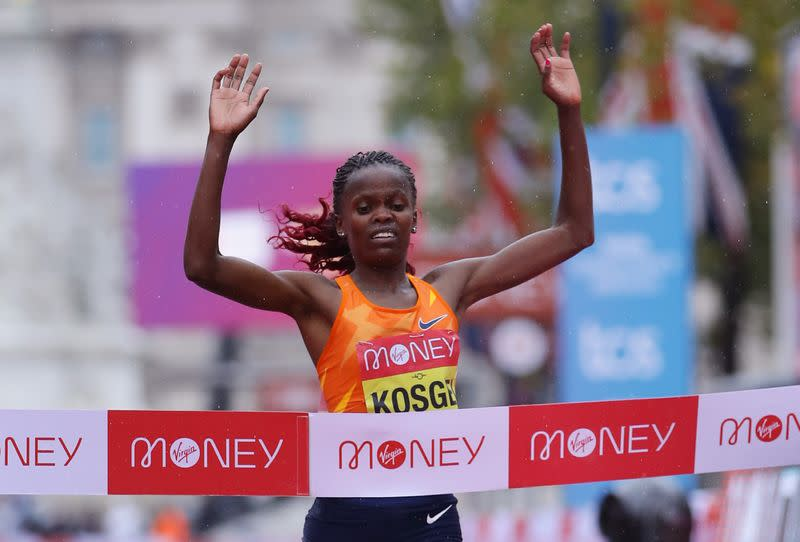 Kosgei cruises to London Marathon win in the rain