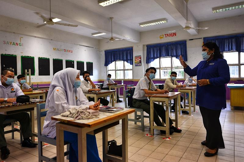 The survey also revealed that 37 per cent of Malaysians disagree that Malaysia should abolish vernacular schools, while 38 per cent agree it should go and 53 per cent agree that the quota for non-bumiputra students in the pre-university matriculation programme should be increased. ― Picture by Shafwan Zaidon