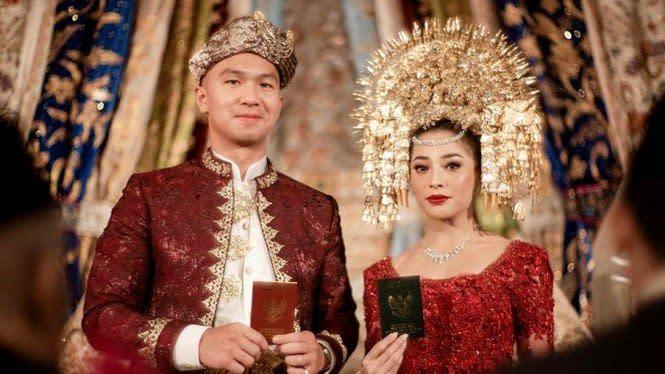 Mewah! Intip Souvenir Pernikahan Nikita Willy dan Indra Priawan