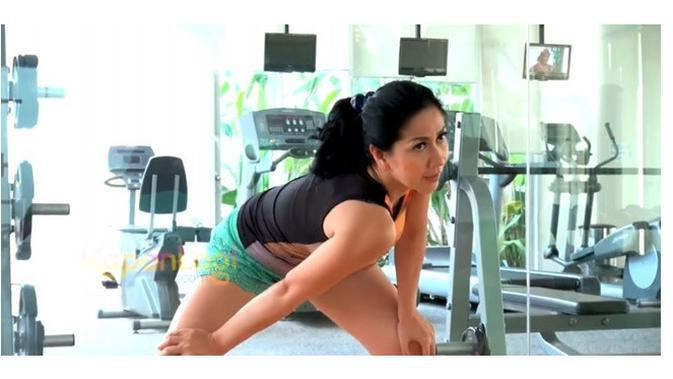 6 Momen Seleb Usia 40-an saat Berolahraga, Tetap Cantik (Sumber: YouTube/KapanlagiDotCom)