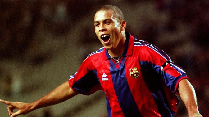 Ronaldo Luis Nazario de Lima kala membela Barcelona (Liputan6/thefutbolfactory)