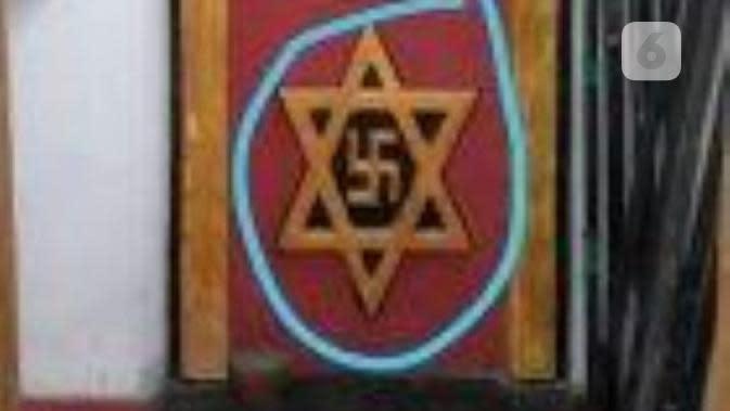 Lambang Kerajaan Agung Sejagad yang mirip Nazi. (foto: Liputan6.com / FB / edhie prayitno ige)