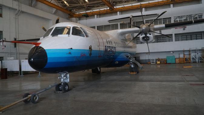 Pesawat N250 karya BJ Habibie diparkir di hanggar PT Dirgantara Indonesia (PT DI). (Liputan6.com/Huyogo Simbolon)