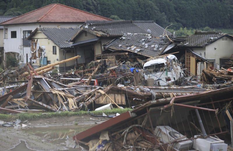 ▲暴雨重創日本九州熊本縣,圖為災情最慘重之一的球磨村。(圖/美聯社/達志影像)