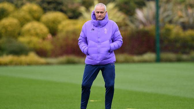 Pelatih Tottenham Hotspur, Jose Mourinho mengatakan timnya akan berhemat di bursa akhir musim. (AFP Photo/Justin Tallis)