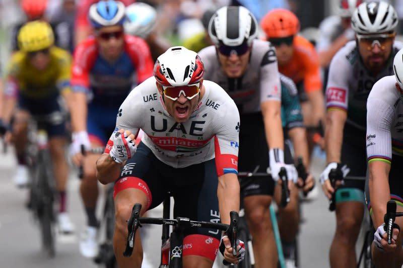 Kristoff menangi etape pembuka Tour de France kala para rival tumbang