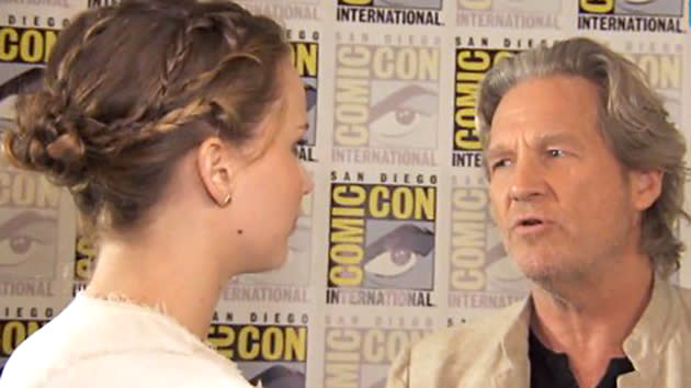 Jennifer Lawrence Geeks Out Over Jeff Bridges at Comic-Con