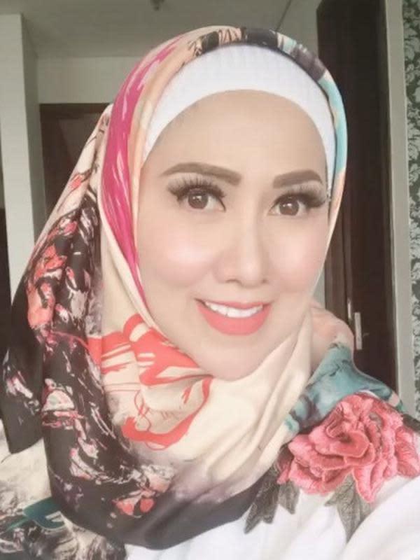 Penampilan Venna begitu cantik dengan hijabnya. Bukan hanya pada fisik, namun ia juga merasakan perubahan besar lainnya. Hal tersebut diungkapkan Venna pada sambungan telepon bersama tim Kapanlagi.com. (Instagram/vennamelindareal)
