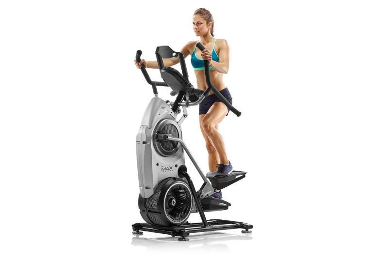woman on bowflex max trainer