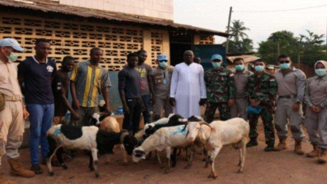 Prajurit TNI Potong 18 Kambing di Afrika