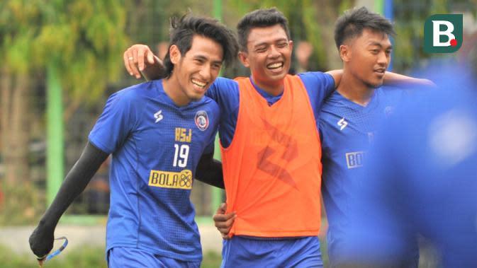 Tiga pemain Arema FC, Hanif Sjahbandi, Dedik Setiawan, dan Rizky Dwi. (Bola.com/Iwan Setiawan)