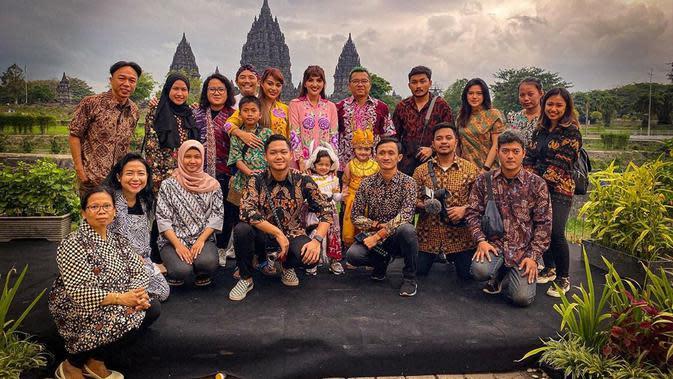 Ashanty dan Anang Hermansyah merayakan ulang tahun putrinya Arsy di Candi Prambanan, Jawa Tengah (Dok.Instagram/@ashanty_ash/https://www.instagram.com/p/B6DVfpApFAh/Komarudin)
