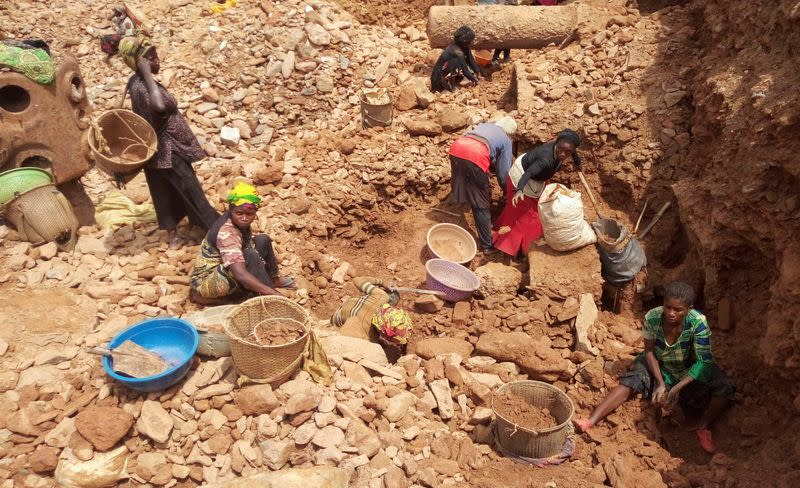 Congo gold miners scour rubble for bodies after cave-in