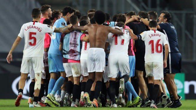 Pemain Sevilla merayakan lolos ke final Liga Europa