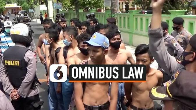 VIDEO: Polisi Kejar dan Tangkapi Pelajar Penyusup Demo Mahasiswa