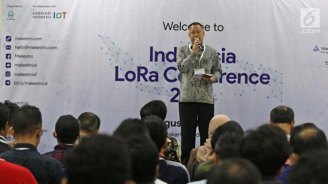 Direktur Standarisasi Perangkat Pos dan Informatika Ditjen SDPPI, Mochamad Hadiyana menjadi pembicaraan dalam Indonesia Long Range Conference (IDLoRaCon) 2019 di Function Hall Studio 6 Emtek City, Jakarta, Rabu (14/8/2019). (Liputan6.com/Herman Zakharia)