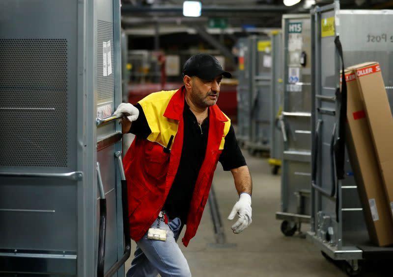 Deutsche Post hentikan pengiriman paket ke China akibat virus corona