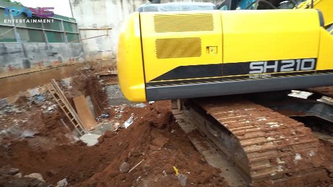 Suasana pembangunan basement milik Raffi Ahmad. (YouTube Rans Entertainment / Capture via Brilio)