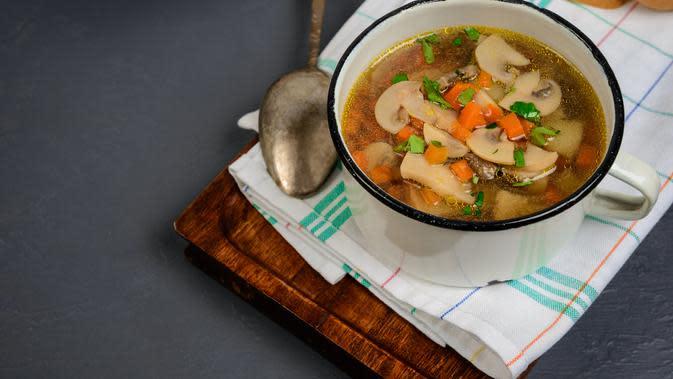 Ilustrasi Sayur Sop Brokoli Kentang Credit: freepik.com