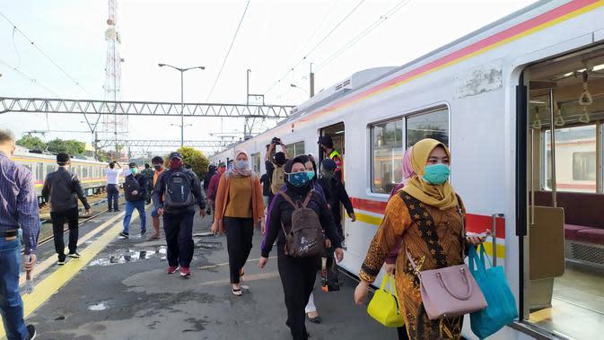 KCI Pelajari Usulan Ridwan Kamil Tambah Kapasitas Penumpang KRL
