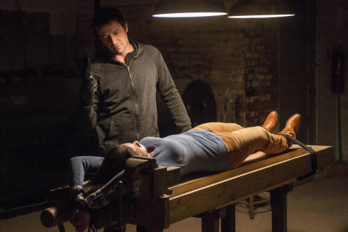 """This TV publicity image released by Fox shows James Purefoy as serieal killer Joe Carroll confronting his next victim in the """"Welcome Home"""" episode of """"The Following."""" (AP Photo/Fox, David Giesbrecht)"""